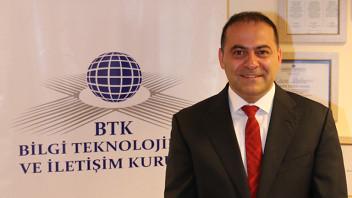 Dr. Tayfun Acarer'in koltuğu için en güçlü aday, kısa süre önce ikinci başkanlık görevine getirilen Dr. Ömer Fatih Sayan