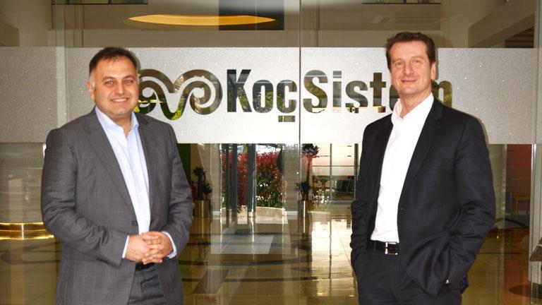 KoçSistem Genel Müdür Yardımcısı Gökalp Bahçeli ve NetApp Türkiye Genel Müdürü Behçet Yumrukçallı