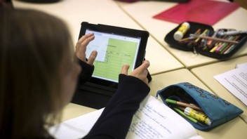 tablet-technology-ipad-education