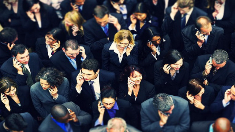 Crowd-using-mobile-phones