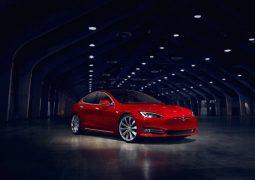 Tesla aracını Bitcoin madenine çevirdiler