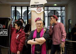 Aktivistler Apple mağazalarını işgal etti