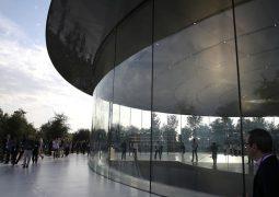 Çalışanları Apple'ın uzay gemisine çarpıyor