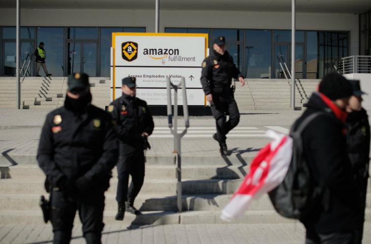 Amazon depo işçileri
