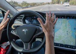 Tesla otomobilleri Netflix ve YouTube videoları seyrettirecek
