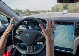 Tesla Autopilot 1 milyon km yol yaptı