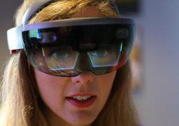 Microsoft Hololens 2'yi 24 Şubat'ta tanıtacak