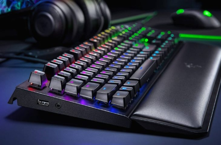 Facebook ve Razer