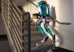 Postacı robot satışa çıkıyor
