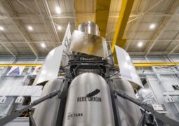 Jeff Bezos'un uzay gemisi maketi NASA'ya ulaştı