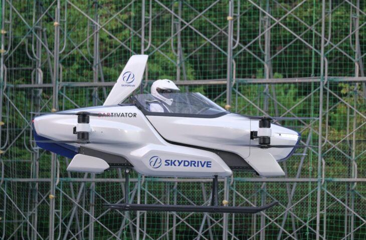 uçan otomobil ile insanlı test