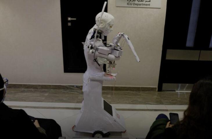 Robot ile hasta teması