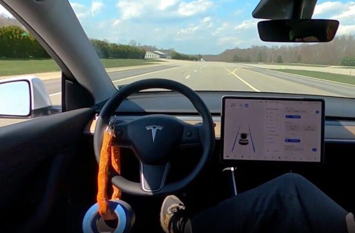 Tesla otopilot modu