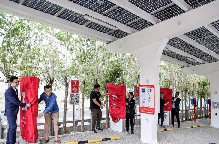 güneş enerjili şarj istasyonu