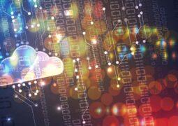 Salesforce hibrit çalışma nedeniyle tahminlerini artırdı